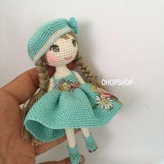 Bonecas Amigurumi – Inspirações – Arteirices e Costurices Plush Pattern, Crochet Doll Pattern, Crochet Patterns Amigurumi, Amigurumi Doll, Crochet Dolls, Free Pattern, Crochet Fairy, Crochet Cross, Cute Crochet