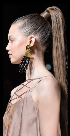 Show Must Go On, Behind The Scenes, The Roaring was a time of speakeasies. High Ponytails, Let Your Hair Down, City Style, Down Hairstyles, Balmain, Love Fashion, Hair Color, Hair Beauty, Glamour