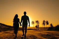 - Gessica & Eduardo - Paracuru-CE Fotografia de casal na praia ao por do solFotografia de casal na praia ao por do sol Lovers Images, Silhouette Photography, Family Beach Pictures, Foto Pose, Couple Photography, Cute Couples, Couple Goals, Picture Video, Photoshoot