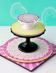 Cute Doily Cake Boards {Tutorial}: Sweetness and Bite Cake Decorating Techniques, Cake Decorating Tutorials, Fondant Cakes, Cupcake Cakes, Fondant Tips, Cupcakes, Cake Pop Stands, Cake Board, Cake Cover