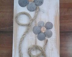 Seashell Flowers on Reclaimed Wood Decorative Wall Hanging crafts crafts crafts para vender crafts Stone Crafts, Rock Crafts, Diy And Crafts, Arts And Crafts, Driftwood Crafts, Seashell Crafts, Beach Crafts, Shell Flowers, Rock Flowers