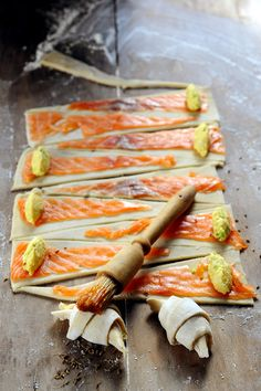 And if we go to the Aperitif Aquitaine? Definitely I like to roll the croissant! Mini croissant with salmon and sheep cheese . Healthy Christmas Recipes, Healthy Dinner Recipes, Appetizer Recipes, Healthy Snacks, Cooking Recipes, Vegan Dinner Party, Veggie Soup Recipes, Dorian Cuisine, Mini Croissants