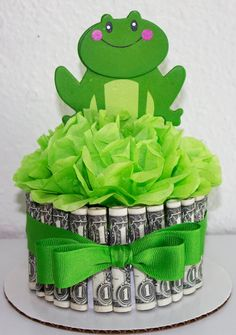 Money Cake Happy Birthday Frog by NewECreativeGifts on Etsy Money Birthday Cake, Money Cake, Birthday Gifts, Happy Birthday Frog, Homemade Gifts, Diy Gifts, Money Bouquet, Princesa Tiana, Lorie