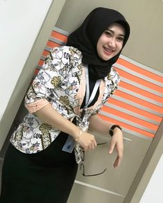 Hijaber Turki: Anggi Beautiful Model of Hijab From Semarang Beautiful Hijab Girl, Beautiful Muslim Women, Beautiful Indian Actress, Beautiful Models, Casual Hijab Outfit, Hijab Chic, Muslim Fashion, Hijab Fashion, Hijab Collection