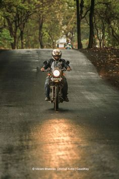 Royal Enfield Himalayan Review – King of Adventure Touring Bikes in India https://blog.gaadikey.com/royal-enfield-himalayan-review-king-adventure-touring-bikes-india/