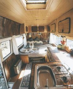 How Awesome is This Van Life Interior? Van Life Ideas The Van Life Interior design is a huge trend right now and is slowly spreading out. People are beginning to realize that life outside of the tradition. Bus Camper, Camper Life, Bus Life, Rv Campers, Camper Trailers, Campervan Interior Volkswagen, Diy Van Camper, Transit Camper, Cool Campers