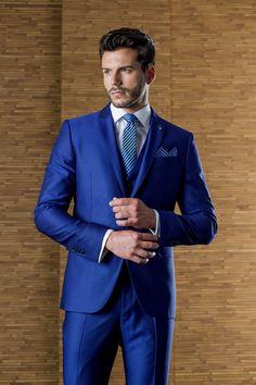 Traje de novio de la firma ETIEM en azul Klein. Sastrería Campfaso.