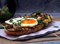 Bruschetta de beringela, cogumelos e ovo (Aubergine, mushrooms and egg bruschetta)