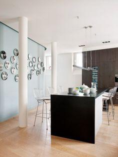 Cocina - Un piso señorial y elegante en París French Interior, Interior Design, Parisian Kitchen, Loft Kitchen, Artistic Tile, Design Your Kitchen, Paris Apartments, Dining Room Bar, Dining Area