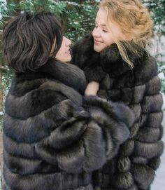 Sable Fur Coat, Fox Fur Coat, Fur Coats, Sheepskin Coat, Fur Fashion, Mantel, Style Guides, Cool Pictures, Sexy Women