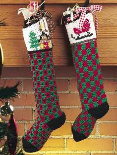 Pair of Christmas Stockings  Make these adorable stockings for everyone in your family this Holiday Season, and Have a Very Merry Christmas! Designed by Ann Smith for Monsanto's Designs for America Program  free pdf from free-crochet.com