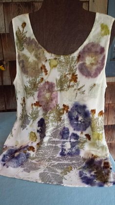 This silk tank top has been ecoprinted with beautiful summer flowers and leaves: hollyhocks, coreopsis, chestnut, maple and geranium leaves. Contact Jeanne with questions or if you'd like additional pictures. Fabric Painting, Fabric Art, Fabric Crafts, Silk Fabric, Textile Dyeing, Textile Art, Dyeing Fabric, Diy Hair Dye, Bohemian Crafts