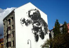 Astronaut / Cosmonaut (2007) Artista: Victor Ash Localización: Berlin