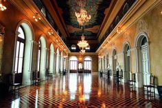 A pintura do teto do Salão Nobre (Foyer) do Theatro da Paz é do artista Armando Balloni (Imagem:Divulgação)