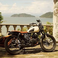 Suzuki GN motorcycle at one of my favorite palaces in the world...*tear* beautiful..
