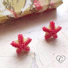 Orecchini a lobo Stella Marina Rosso/Oro di CheriFashionHandmade #earrings #beaded #beads #star #starfish #stella #cherihandmade