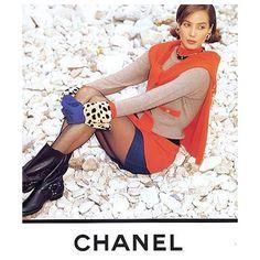 2017/07/03 12:10:26 C H A N E L // A W // 1 9 9 1 . #chanel#chanelmuses #chaneldaily #rtw  #supermodel #90s#karllargerfeld #fashionblogger #blogger #vintage#coco_for_chanel#hautecouture#bikerchic #vintage #denim#lindaevangelista #christyturlington #carlynecerfdedudzeele #hiphop