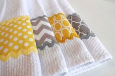 Worst thing ever is a hand towel that wont dry. Functionality and cute - Trending Hand Towels for sales. Fabric Crafts, Sewing Crafts, Sewing Projects, Diy Crafts, Sewing Hacks, Dish Towels, Hand Towels, Tea Towels, Kitchen Linens