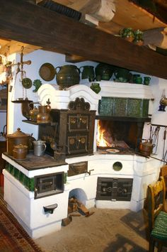 Die Geheimnisse der Mauerwerk Küche Herd The secrets of the masonry kitchen stove # tiled stoves Antique Kitchen Stoves, Antique Stove, Old Kitchen, Rustic Kitchen, Vintage Kitchen, Küchen Design, House Design, Wood Stove Cooking, Vintage Stoves