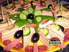Platou aperitiv cu sunca si cascaval Food Platters, Food Design, Food Art, Watermelon, Christmas, Food Decorations, Croissant, Education, Restaurants
