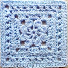 So Far, So Good: Walled Garden Square (maybe) I love the flower pattern in middle of granny square
