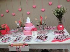 Uma chá romântico, cor de rosae delicado, assim que a noivinha Carol me pediu que fosse o seu chá de panela, que falasse um pouco do seu es... Heart Party, Candy Table, Wedding Preparation, House Warming, Party Time, Real Weddings, Bridal Shower, Marriage, Birthday Parties