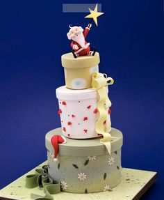 Now you can watch your very own cakes come to life as you learn to model with talented sugar artist, Carlos Lischetti.