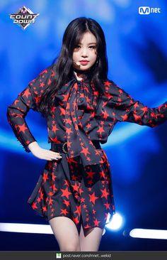 soojin g idle Kpop Girl Groups, Korean Girl Groups, Kpop Girls, Stage Outfits, Kpop Outfits, Girl Day, New Girl, Soo Jin, Soyeon