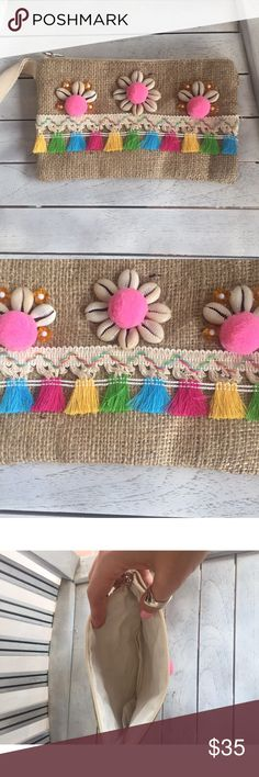 Gorgeous goddess mini festival pompom clutch Handmade in Bali, gorgeous seashell, pompom and tassel design on burlap cloth features zip top design and interior lining. A beautiful bohemian clutch:) happy shopping! handmade Bags Mini Bags