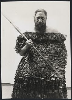 Three-quarter length portrait of Puataata Te Keepa wearing a kakahu and holding a taiaha. Abstract Sculpture, Sculpture Art, Metal Sculptures, Bronze Sculpture, Old Photos, Vintage Photos, Ohm Tattoo, Maori People, Home History
