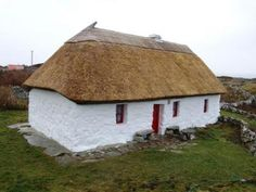 Traditional Irish Houses   Ireland's Old Tradition of Whitewashing to Welcome in the Christmas ...