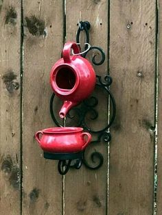 10 DIY Teapot Birdhouse from Recycle Teapot - Decomagz Garden Yard Ideas, Garden Crafts, Garden Projects, Teapot Birdhouse, Teacup Crafts, Diy Bird Feeder, Bird Houses Diy, Glass Garden Art, Outdoor Crafts