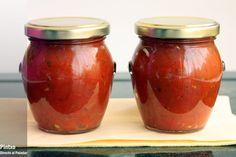 Cómo hacer salsa de tomate y albahaca en conserva. Receta con fotos del paso a paso y de presentación