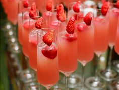 Pink drinks topped with a strawberry Strawberry Cocktails, Strawberry Champagne, Fruity Drinks, Pink Drinks, Strawberry Lemonade, Pink Champagne, Cocktail Drinks, Yummy Drinks, Champagne Cocktail