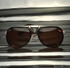This season of Tom Ford aviator sunglasses features a great range with extra detailing. Read about the new Tom Ford aviators like the Tom Ford Pablo and shop at Tom Ford Sunglasses, Ray Ban Sunglasses, Sunglasses Women, Toms, Fashion Eye Glasses, Mens Glasses, Dandy, Emporio Armani, Ray Bans