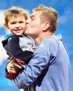 Toni Kroos with his son Leon 18.4.17
