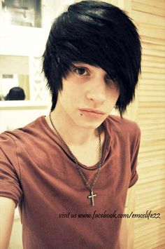 emo hair me gusta es mucho! Cute Emo Guys, Hot Emo Boys, Emo Girls, Hot Guys, Emo Hair For Guys, Emo Boy Hair, Emo Hairstyles For Guys, Scene Hairstyles, Formal Hairstyles