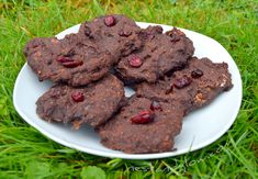 These chocolate cranberry cookies are vegan, flour free, don't have any sugar and are simple but delicious. Try this healthy cookies recipe Sugar Free Diet, Dairy Free Diet, Gluten Free Oats, Healthy Chocolate Cookies, Healthy Cookies, Cookies Vegan, Healthy Cookie Recipes, Vegan Desserts, Healthy Menu