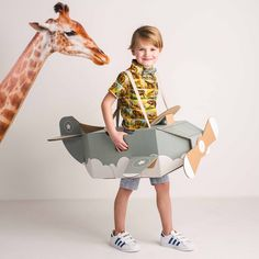 Craft Activities For Kids, Crafts For Kids, Childrens Fancy Dress, Cardboard Toys, Dress Up Costumes, Looks Vintage, Kids Playing, Art For Kids, Kids Toys