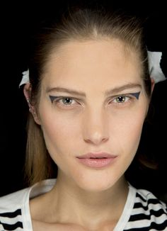 Catherine McNeil en backstage du defile Anthony Vaccarello printemps-ete 2014 http://www.vogue.fr/beaute/en-coulisses/diaporama/en-backstage-du-defile-anthony-vaccarello-printemps-ete-2014-fashion-week-de-paris/15395/image/849080