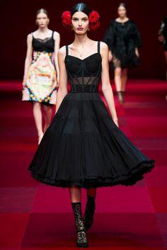 Dolce & Gabbana Spring 2015 Ready-to-Wear Collection Photos - Vogue. Model: Giulia Manini (NEXT)