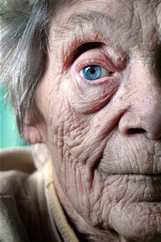 Black and white photo. Wrinkled skin- a symbol of human growth and development of life. The skin cells and general texture of the flesh evolves as time goes by. Human Growth And Development, Old Age Makeup, Growth And Decay, Old Faces, Wrinkled Skin, People Of The World, Interesting Faces, Beautiful Eyes, Belle Photo