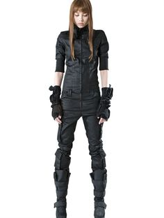 What apocalypse Liz wears. It eventually gets torn up.