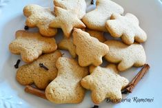 Fursecuri cu miere si scortisoara Cake Recipes, Dessert Recipes, Desserts, Love Chocolate, Gingerbread Cookies, Christmas Holidays, Biscuits, Diy And Crafts, Food And Drink