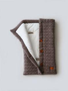 Вязаные конверты и пледы для новорожденных Loom. Фирменный интернет-магазин. Knitting For Kids, Baby Knitting Patterns, Loom Knitting, Baby Patterns, Crochet Quilt, Crochet Baby, Filet Crochet, Newborn Outfits, Baby Boy Outfits