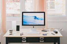 Browse pictures of home office design. Here are our favorite home office ideas that let you work from home. Home Office Setup, Office Workspace, Home Office Design, Home Interior Design, Office Ideas, Office Designs, Desk Setup, Office Layouts, Office Hacks