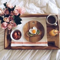 Breakfast in bed kind of day☕️