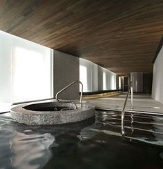 Completed in 2009 in Montreal, Canada. Images by Marc Cramer. Located in the heart of historic Old Montreal and facing the vibrant piers of Old Port, Scandinave Les Bains Vieux-Montréal is an urban spa whose. Spa Design, Indoor Pools, Indoor Swimming, Pool Spa, Piscina Spa, Spas, Piscina Interior, Spa Hotel, Loft Interiors