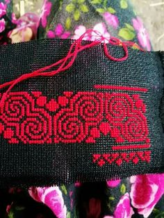 Red tone Cross Stitch Borders, Cross Stitch Flowers, Cross Stitch Designs, Cross Stitching, Cross Stitch Embroidery, Cross Stitch Patterns, Hand Embroidery Dress, Simple Embroidery, Needlepoint Patterns