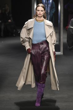 ffa77cea904 The complete Alberta Ferretti Fall 2018 Ready-to-Wear fashion show now on  Vogue Runway.